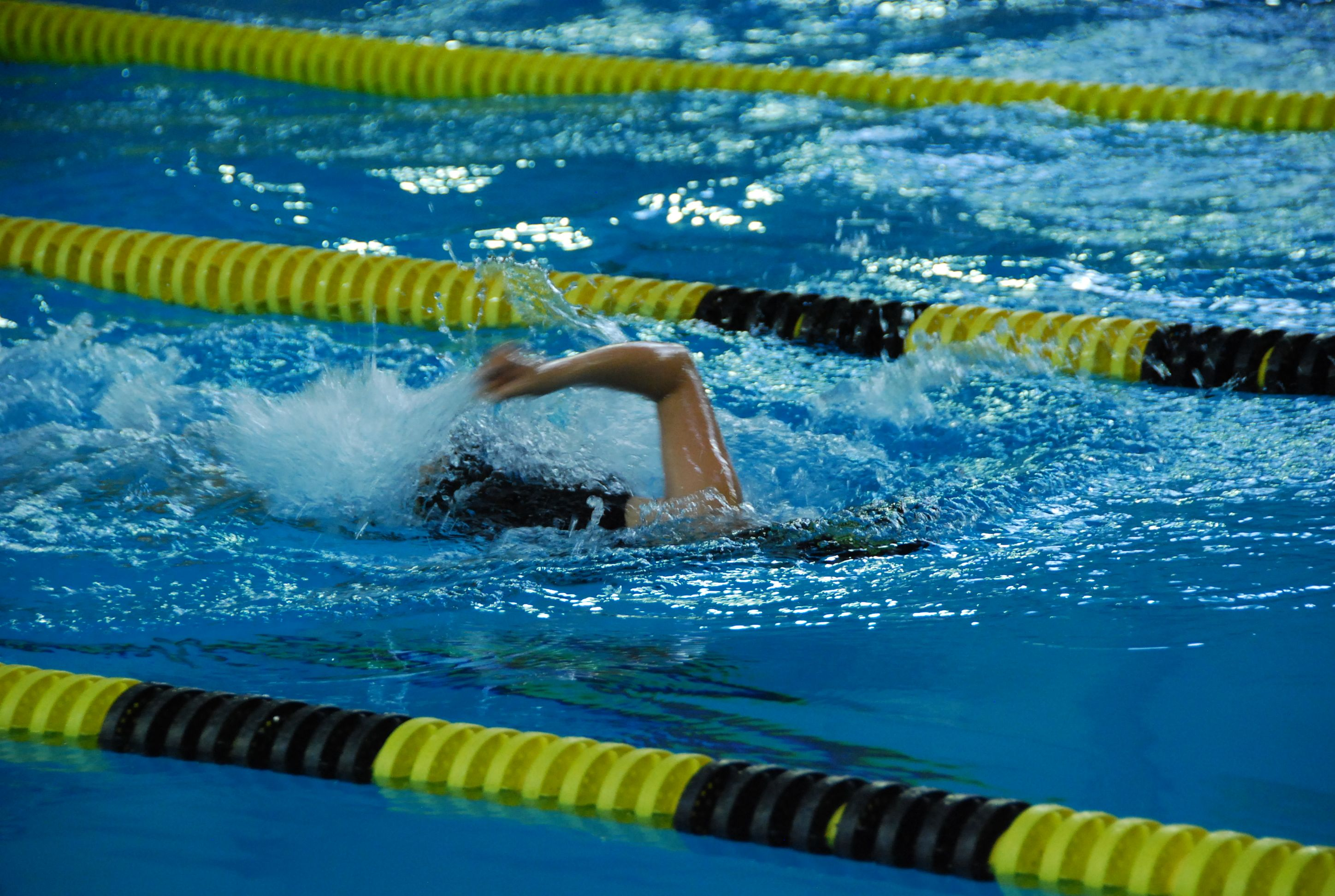 how to keep your legs up when swimming freestyle